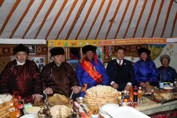 """""""Монгол Улсын аварга малчин"""" Ц.Доржсүрэнд шагналыг нь гардууллаа"""
