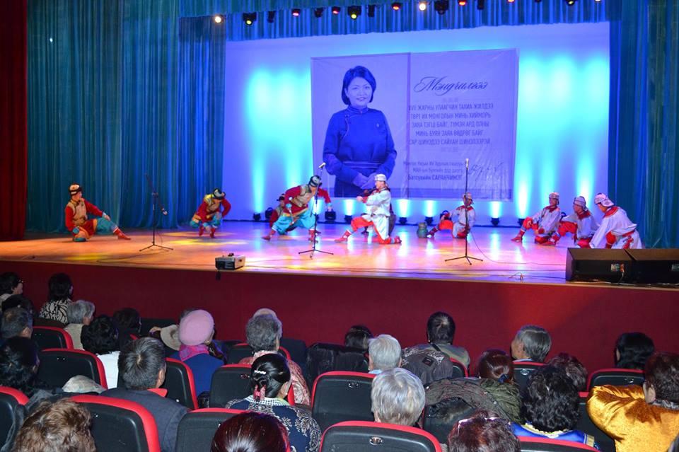 УИХ-ын гишүүн Б.Саранчимэг Баянзүрх дүүргийн ахмадуудад хүндэтгэл үзүүллээ