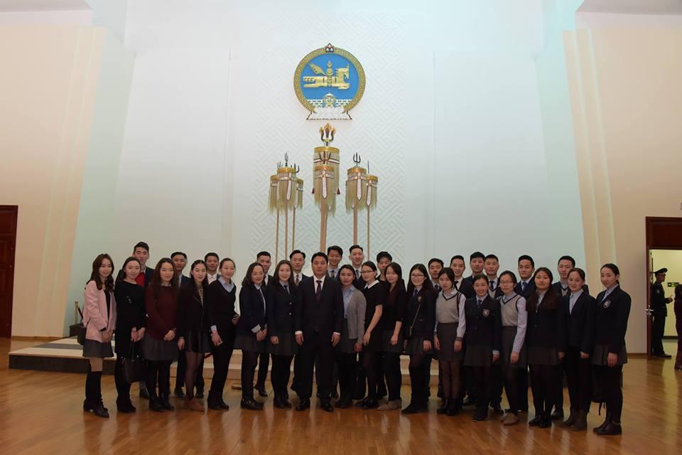 Сурагчид Төрийн ордонд зочиллоо