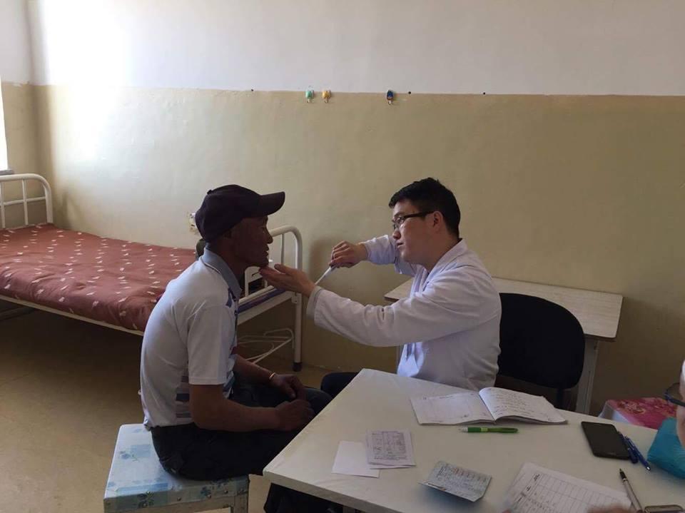 Өвөрхангай аймгийн зарим сумын иргэдэд эрүүл мэндийн нарийн мэргэжлийн тусламж үйлчилгээ үзүүлж байна