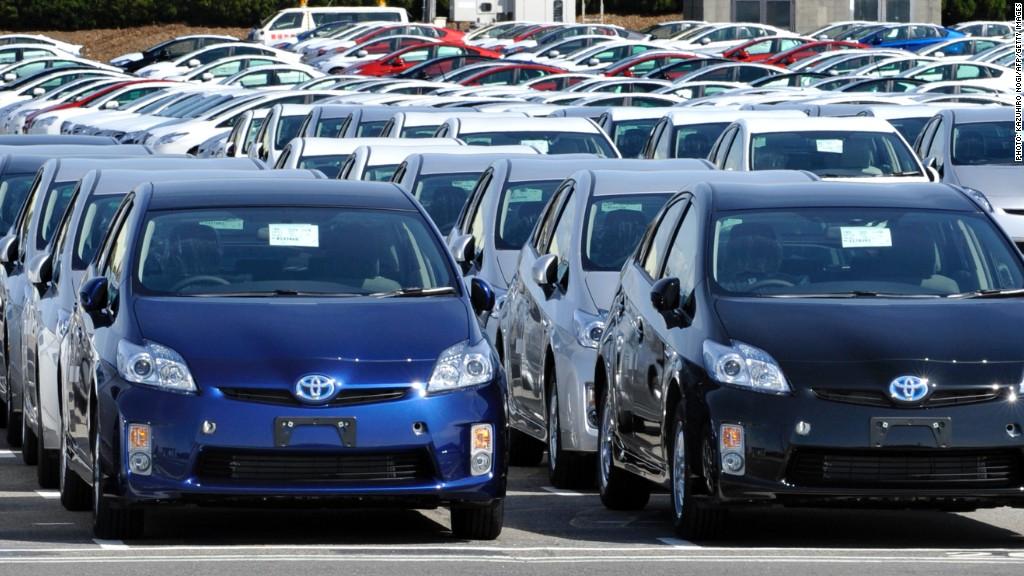 """""""Приус"""" зэрэг зарим автомашины онцгой албан татварыг тэглэж, татварыг буцаан олгоно"""