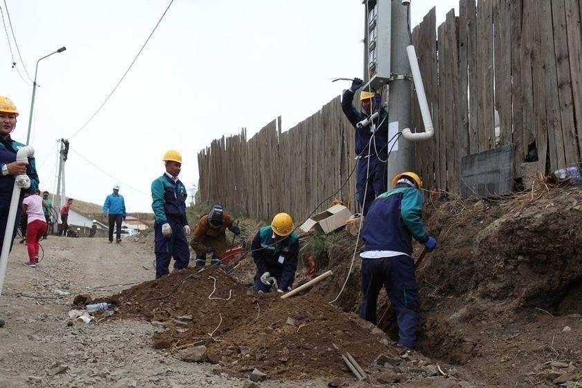 Дарь-Эхийн тоггүй айлууд эрчим хүчинд холбогдлоо