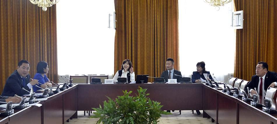 Монгол Улсын нэгдсэн төсвийн 2016 оны гүйцэтгэлийн хоёр дахь хэлэлцүүлгийг хийлээ