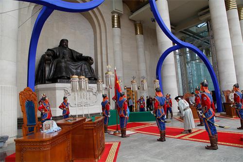 Ерөнхийлөгчийн тангараг өргөх ёслол төв талбайд биш Их танхимд болно
