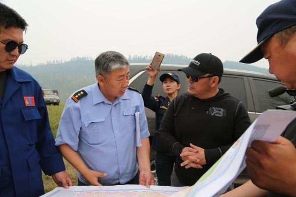 Ерөнхийлөгч Х.Баттулга түймрийн голомтод ажиллаж байна