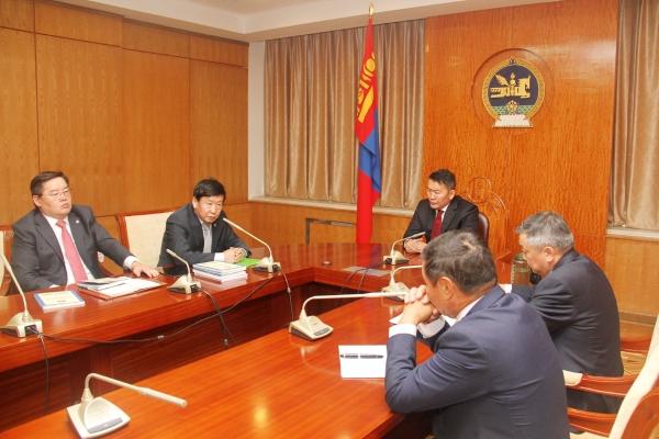 Монгол Улсын Ерөнхийлөгч Х.Баттулга Үндсэн хуулийн өөрчлөлтөөс илүү чухал тулгамдсан цаг үеийн асуудал олон байгааг санууллаа