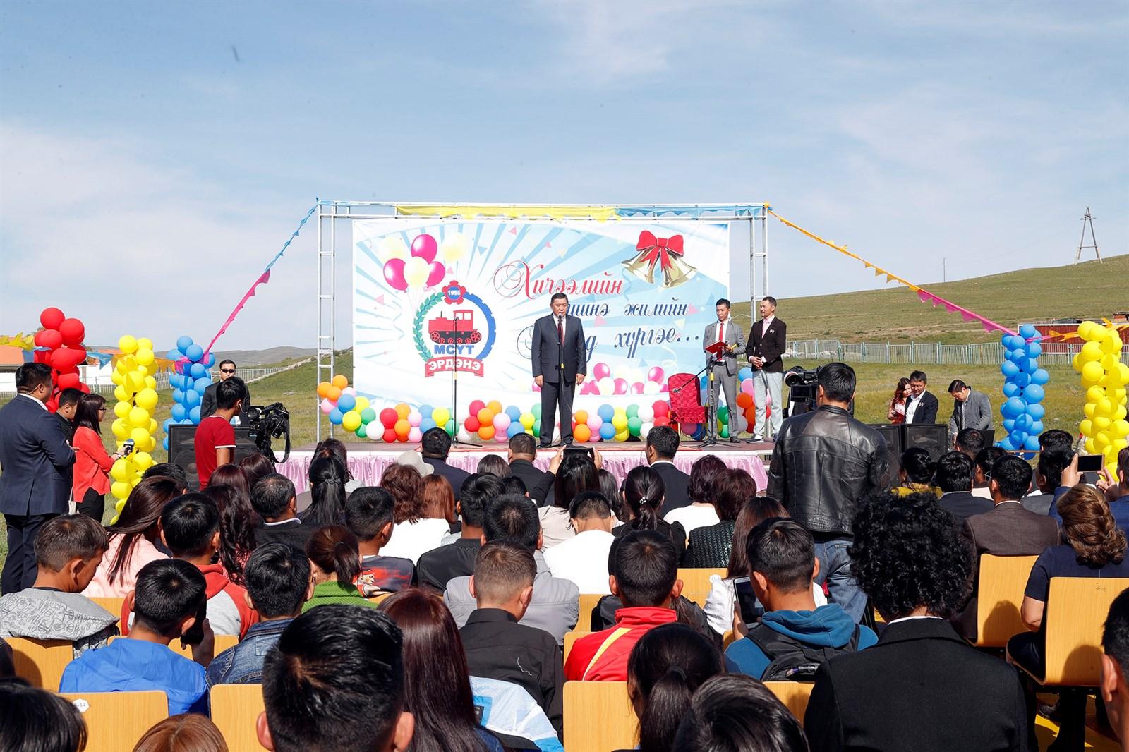 """УИХ-ын дарга М.Энхболд Эрдэнэ сумын сургуулиудын """"Эрдмийн баяр""""-ын арга хэмжээнд оролцлоо"""