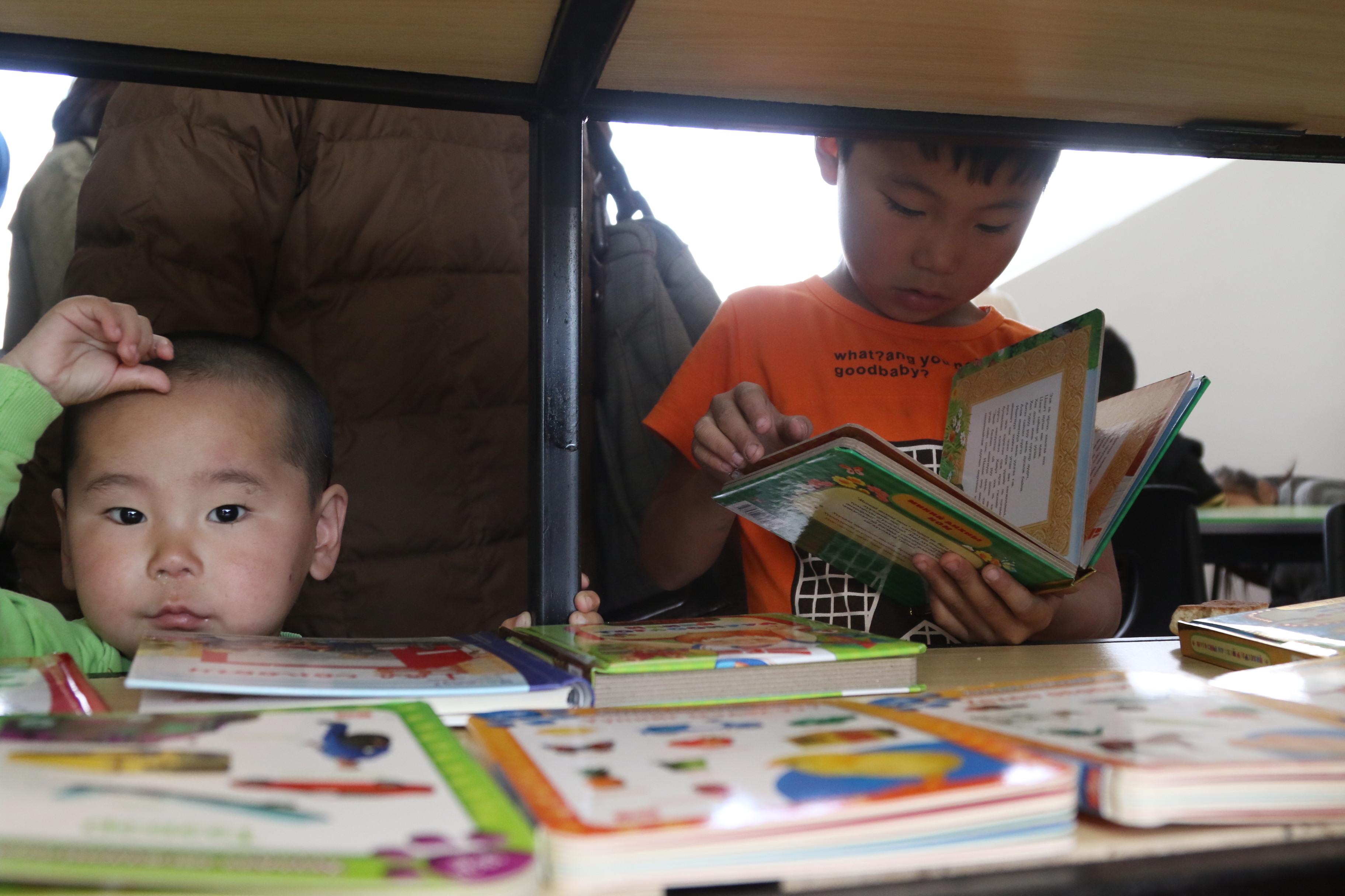 """""""Бяцхан найз"""" хүүхдийн номын сан нээлтээ хийлээ"""
