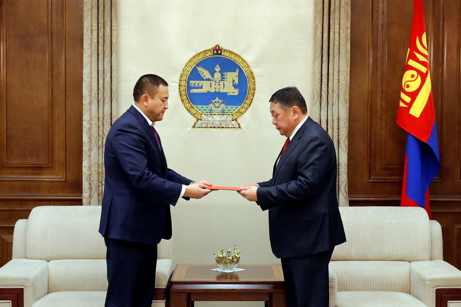 Монгол Улсын 2018 оны төсвийн тухай хуулийн төслийг өргөн мэдүүллээ