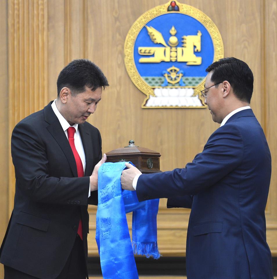Монгол Улсын Ерөнхий сайд У.Хүрэлсүх тамгаа гардаж авлаа