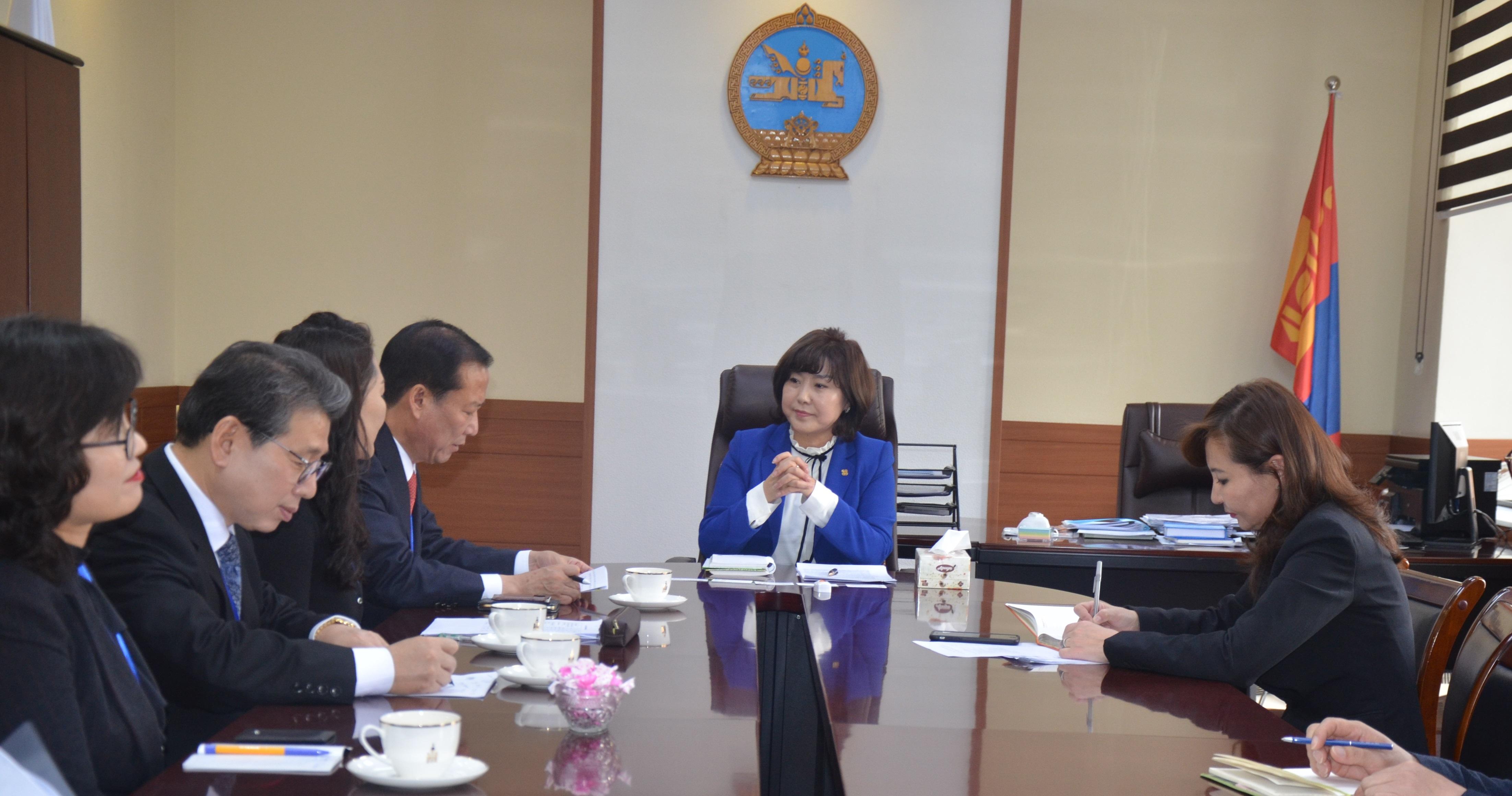 БНСУ-ын Кёнсаннамду мужийн төлөөлөгчидтэй уулзлаа