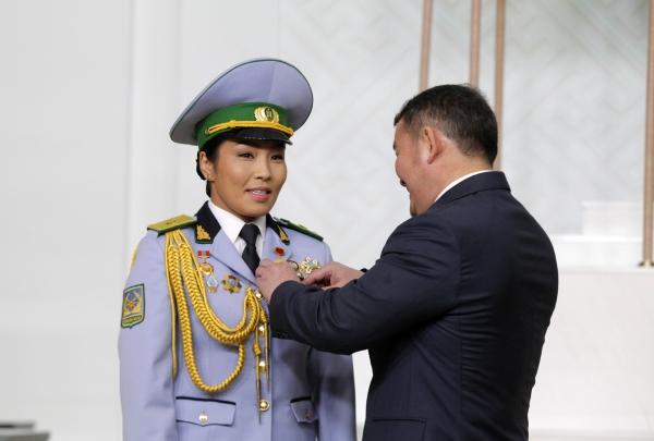 Д.Сумъяад Монгол Улсын Хөдөлмөрийн баатар, Г.Одбаярт Монгол Улсын гавьяат тамирчин цол хүртээв