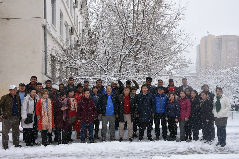 40 гаруй багш дасгалжуулагчид Бээжин хотыг зорилоо