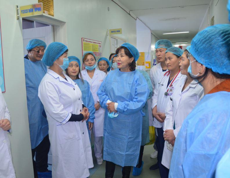 ЭМ-ийн сайд Д.Сарангэрэл Төв аймгийн нэгдсэн эмнэлэгт ажиллав