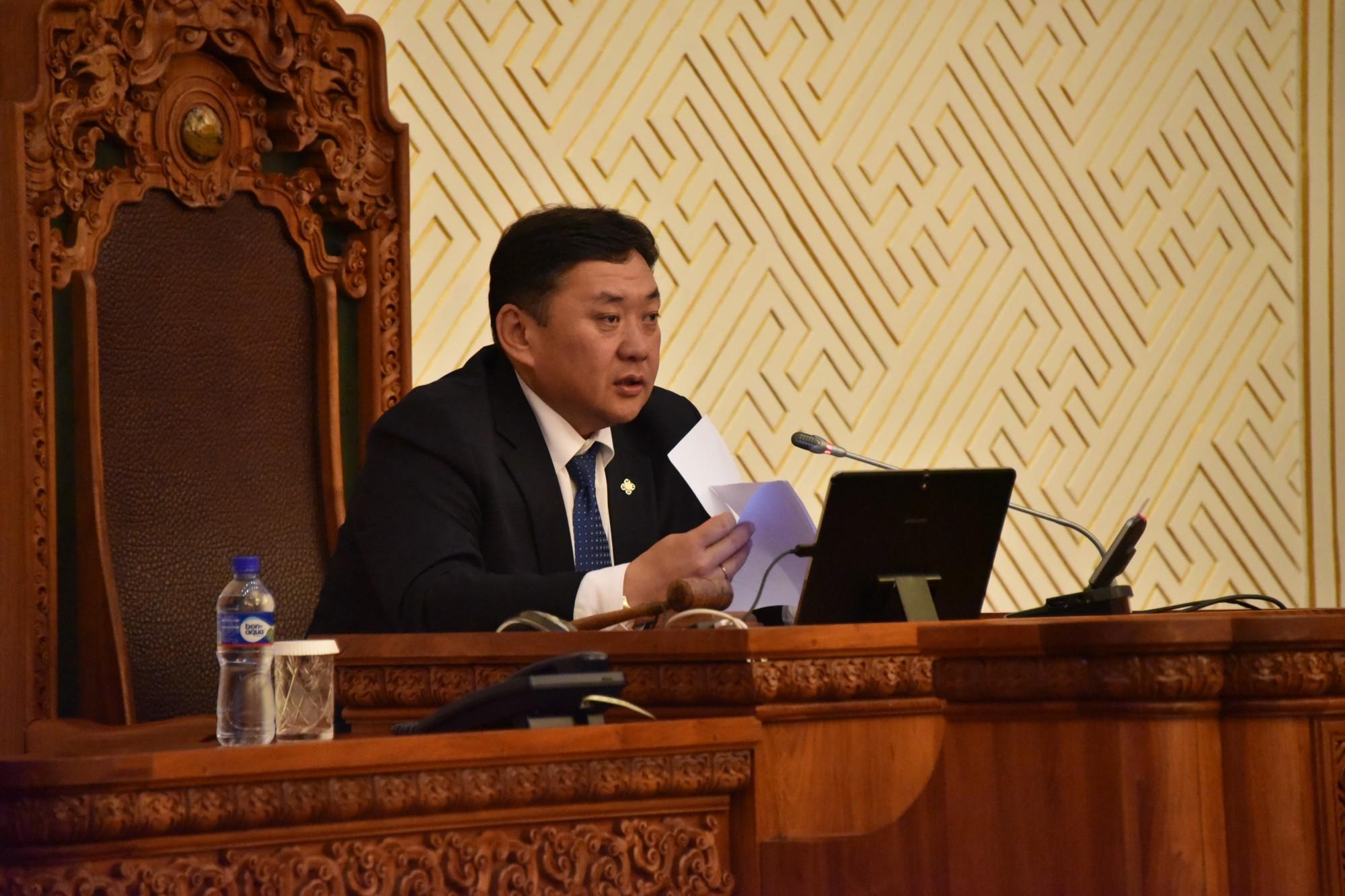 М.Энхболд: Монгол Улсын төсвийг заасан хугацаанд баталлаа