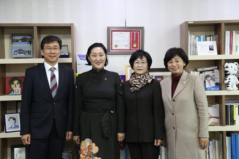 Солонгосын парламентын гишүүдтэй уулзлаа