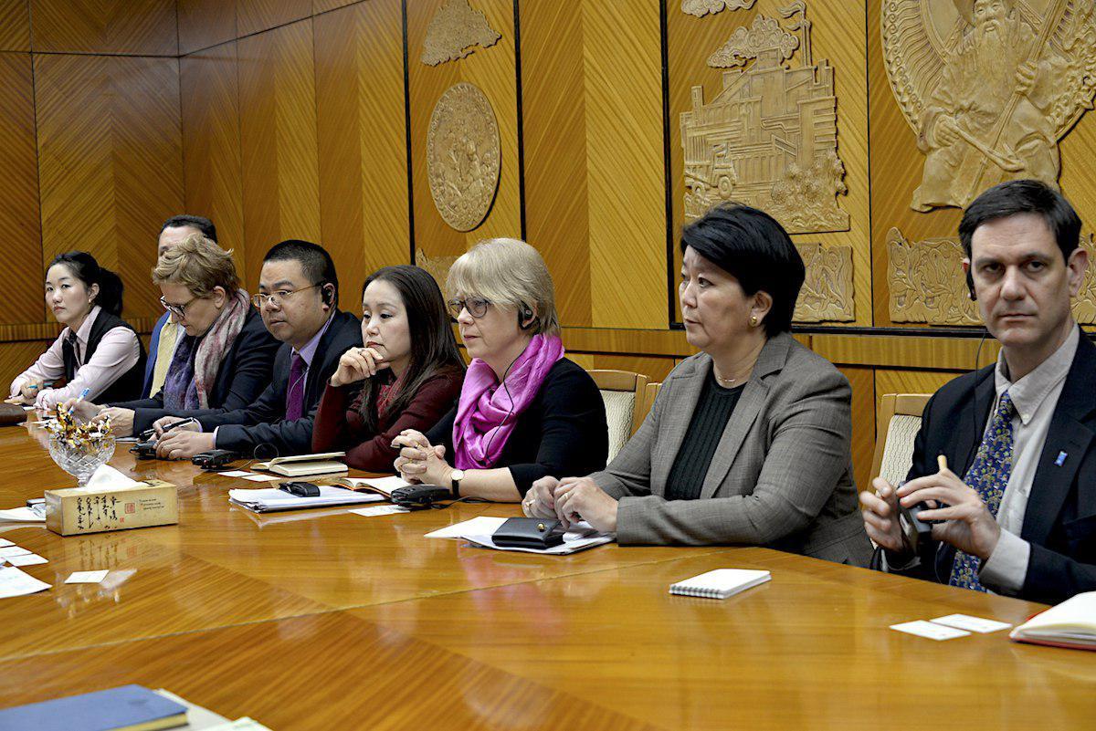 НҮБ-ынХөгжлийнхөтөлбөрийнсууринтөлөөлөгчБиатаТранкмантэргүүтэйтөлөөлөгчдийгхүлээнавчуулзав