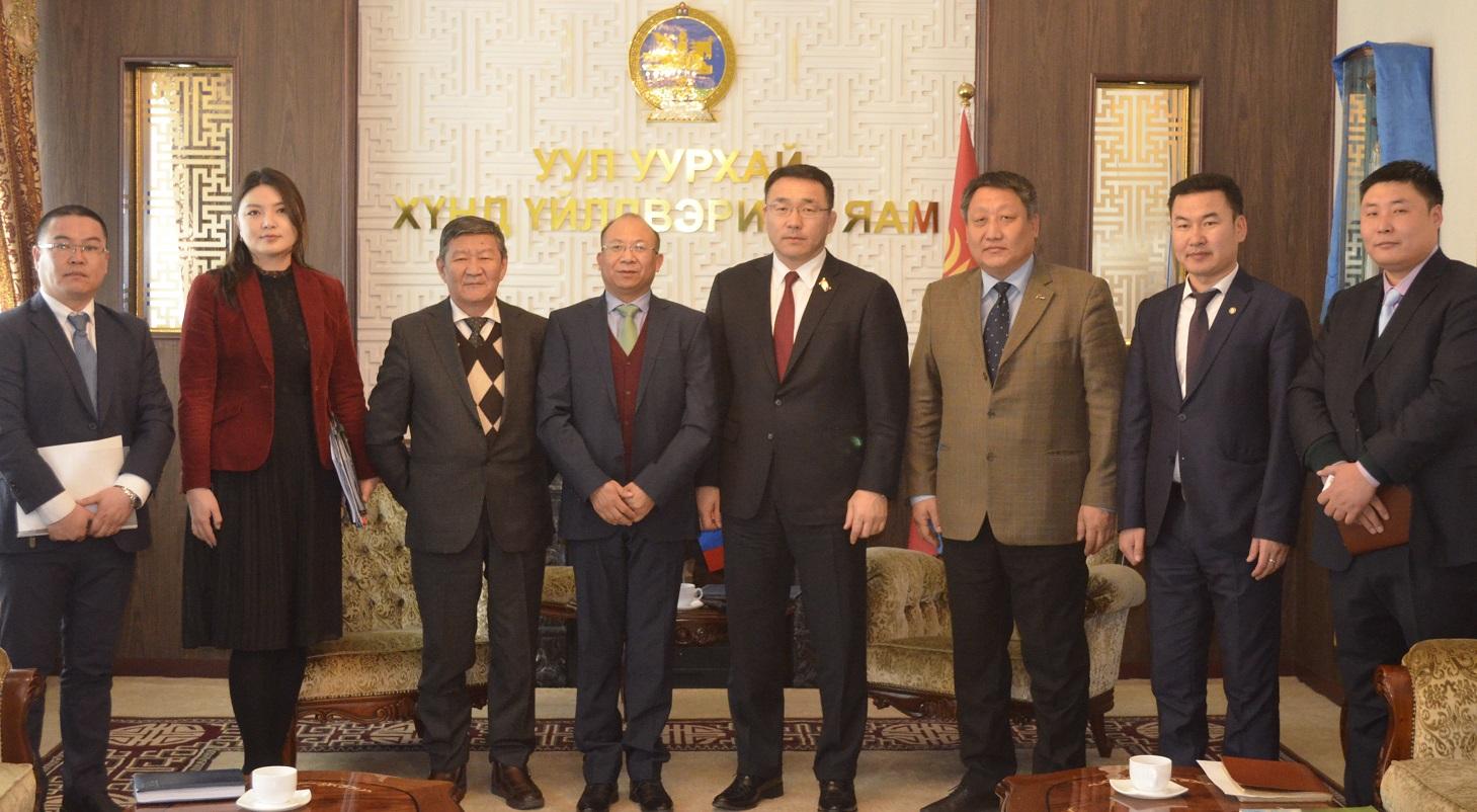 УУХҮ-ийн сайд Д.Сумъяабазар Монгол Улсын хуулийн хүрээнд ажиллахыг онцлов