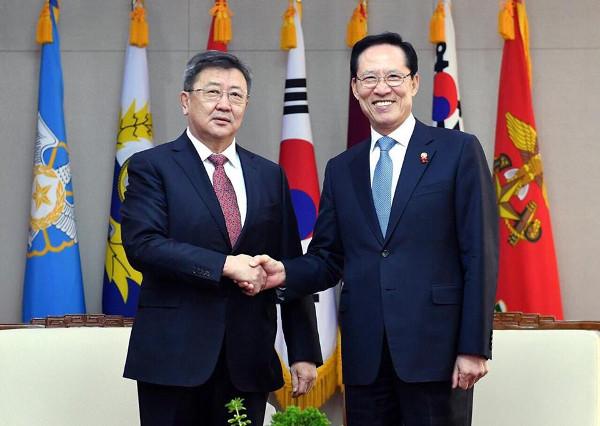 БНСУ-ын Батлан Хамгаалахын Сайд Сун Ён Мүтэй уулзлаа