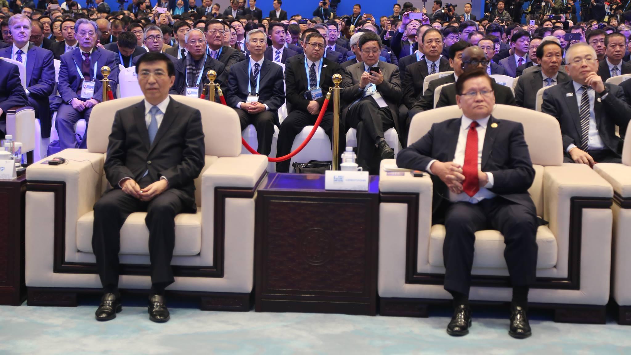Шадар сайд Ө.Энхтүвшин ХКН-ын Улс төрийн товчооны гишүүн Ван Хунинтай хоёр орны харилцааны талаар санал солилцлоо