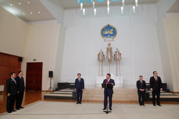 Монгол Улсын Ерөнхийлөгчийн зарлигаар дипломат цол олгов