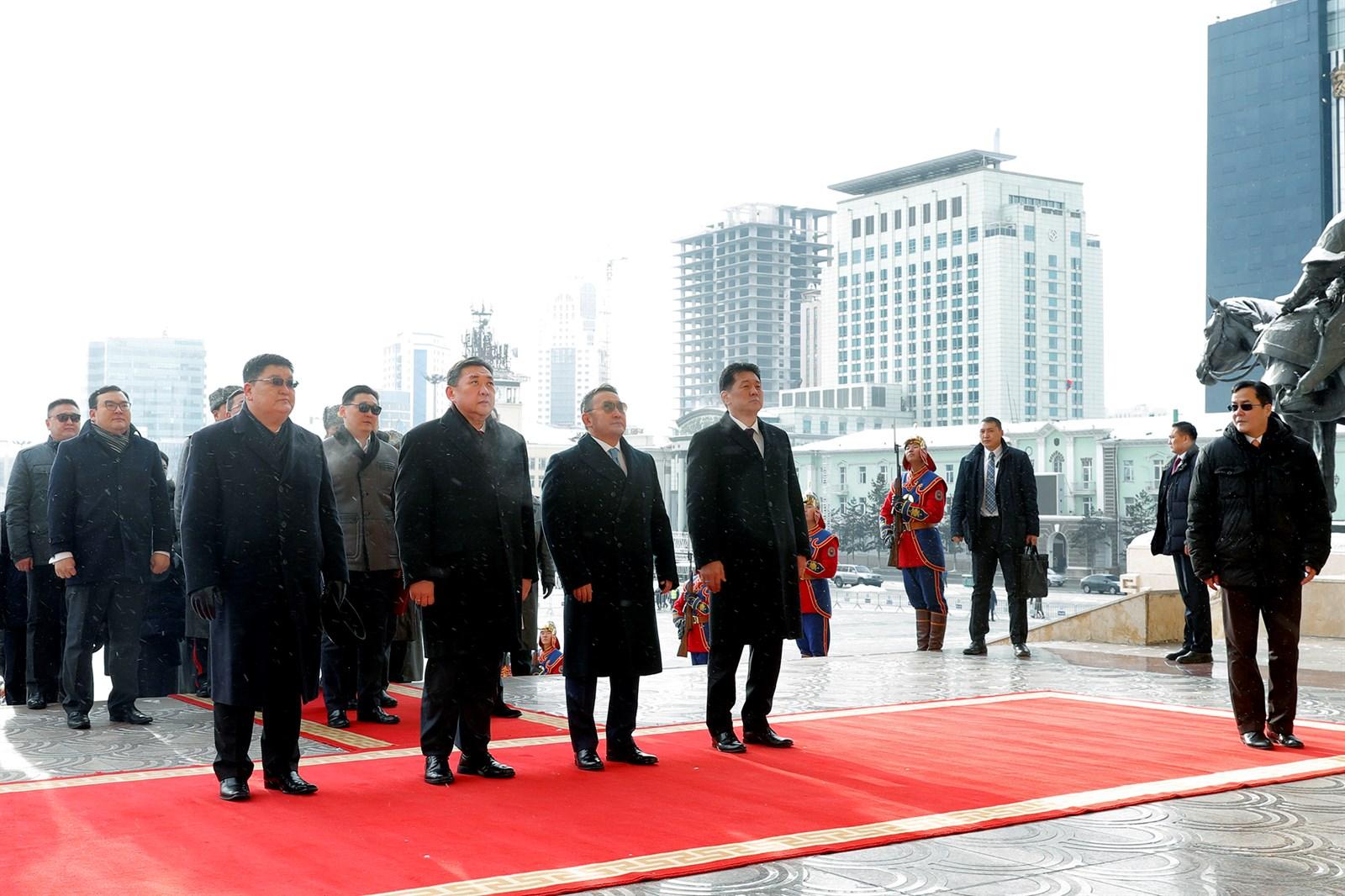 Их эзэн Чингис хааны хөшөөнд хүндэтгэл үзүүлэв