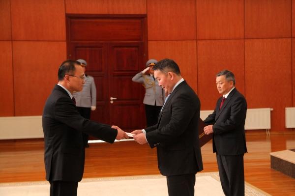 БНАСАУ-аас Монгол Улсад суух Онц бөгөөд Бүрэн эрхт Элчин сайд Итгэмжлэх жуух бичгээ өргөн барив
