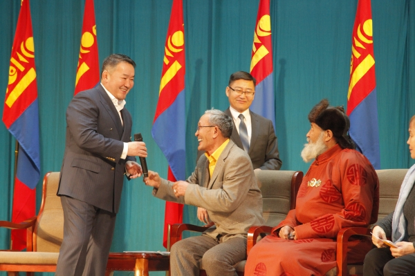 Ерөнхийлөгч Х.Баттулга Чингэлтэй дүүргийн иргэдтэй уулзлаа