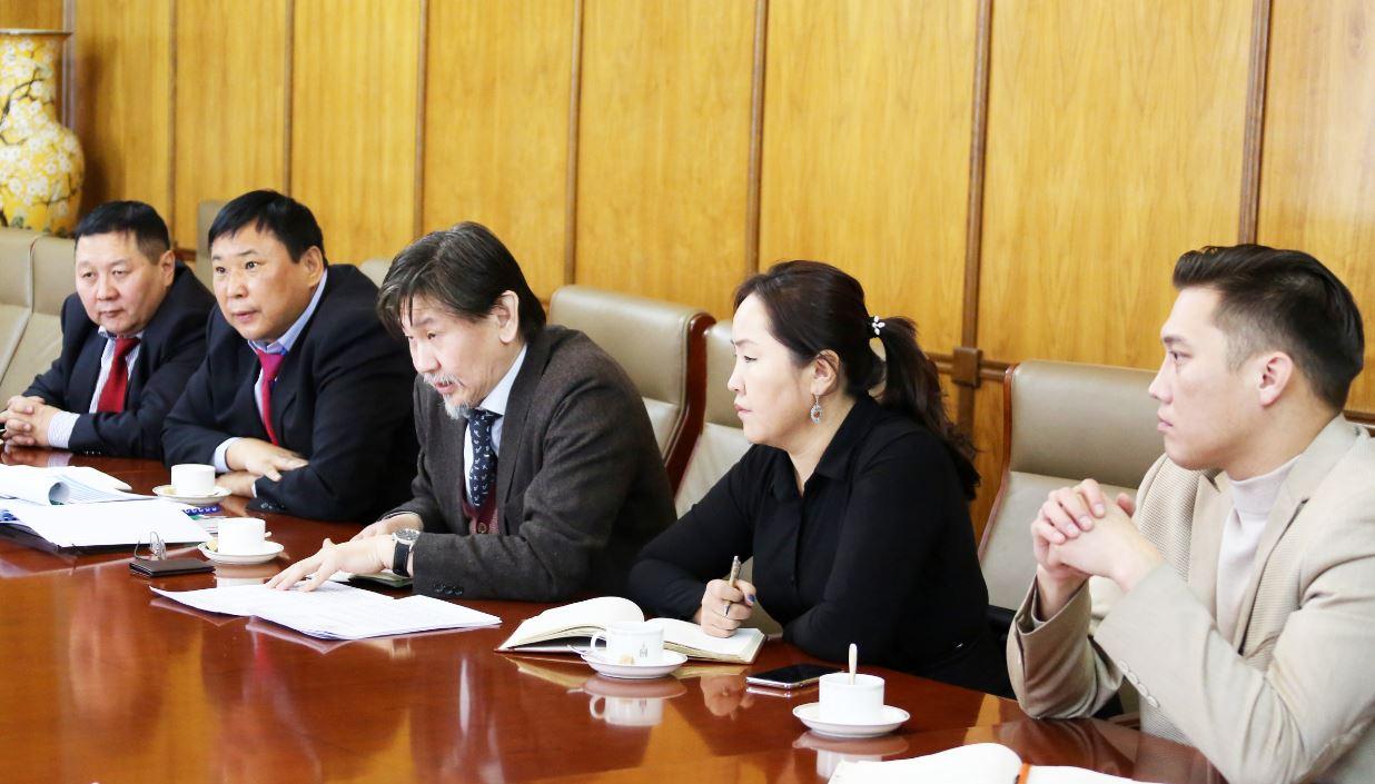 Монгол Улсад хуурай боомт байгуулах боломж, түүний ач холбогдлын талаар санал солилцов.