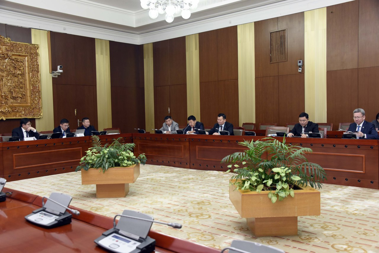 """""""Монгол Улс дахь Хүний эрх, эрх чөлөөний байдлын талаарх 16 дахь илтгэл""""-ийг хэлэлцлээ"""