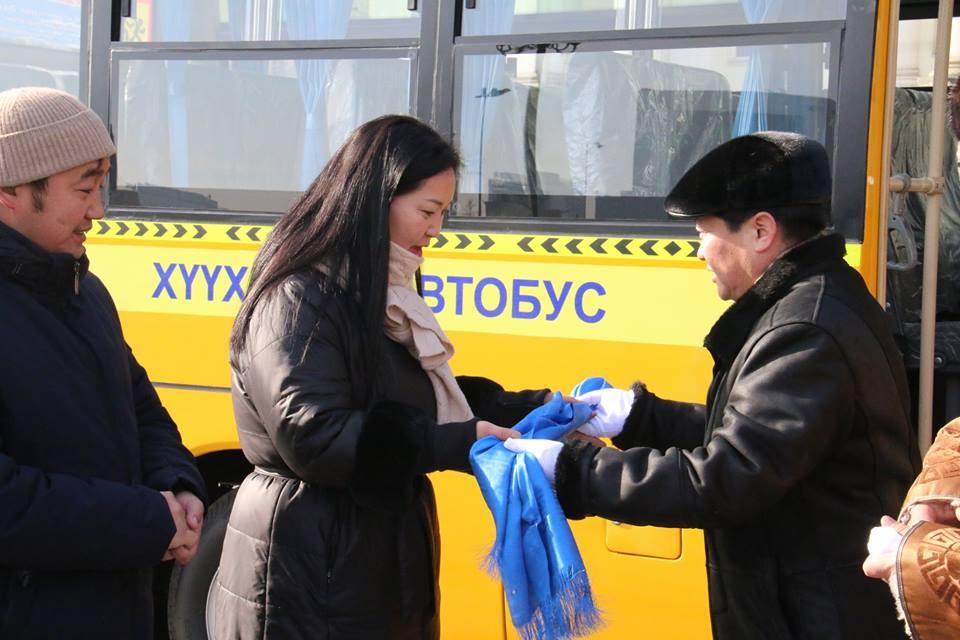 Өлзийт хорооллын хүүхдүүд сургуулийн автобустай боллоо