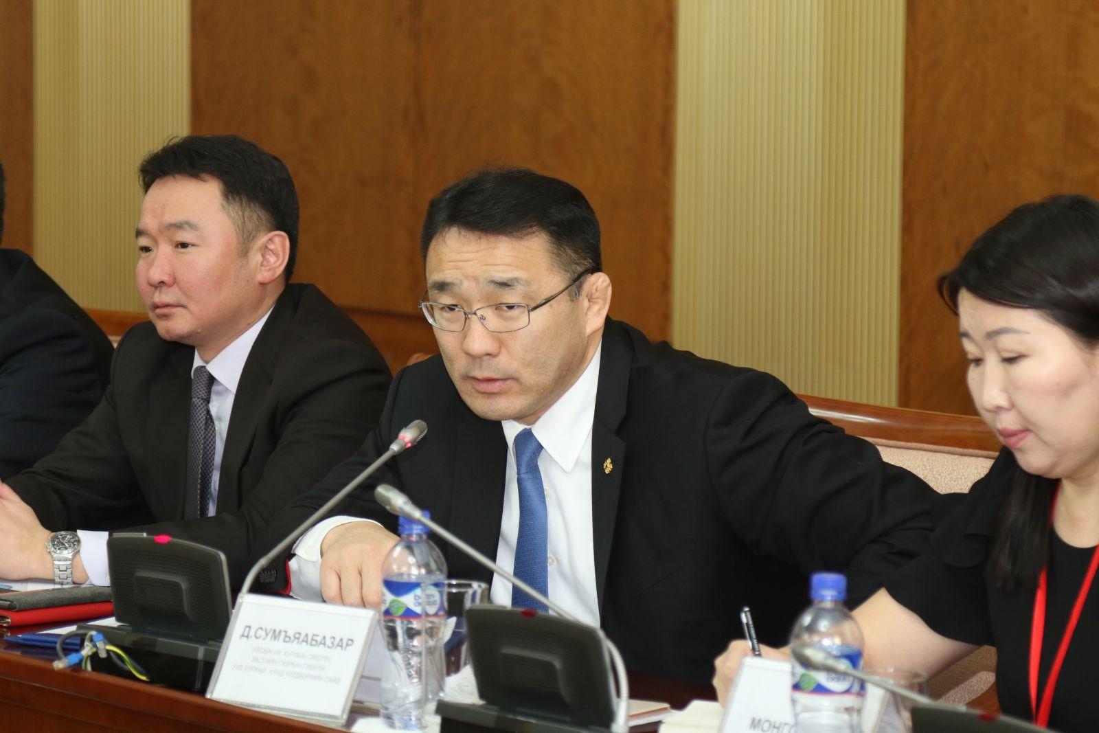 Иргэд, ААН-үүд 2017 онд Монголбанкинд 17 тонн алт тушаажээ