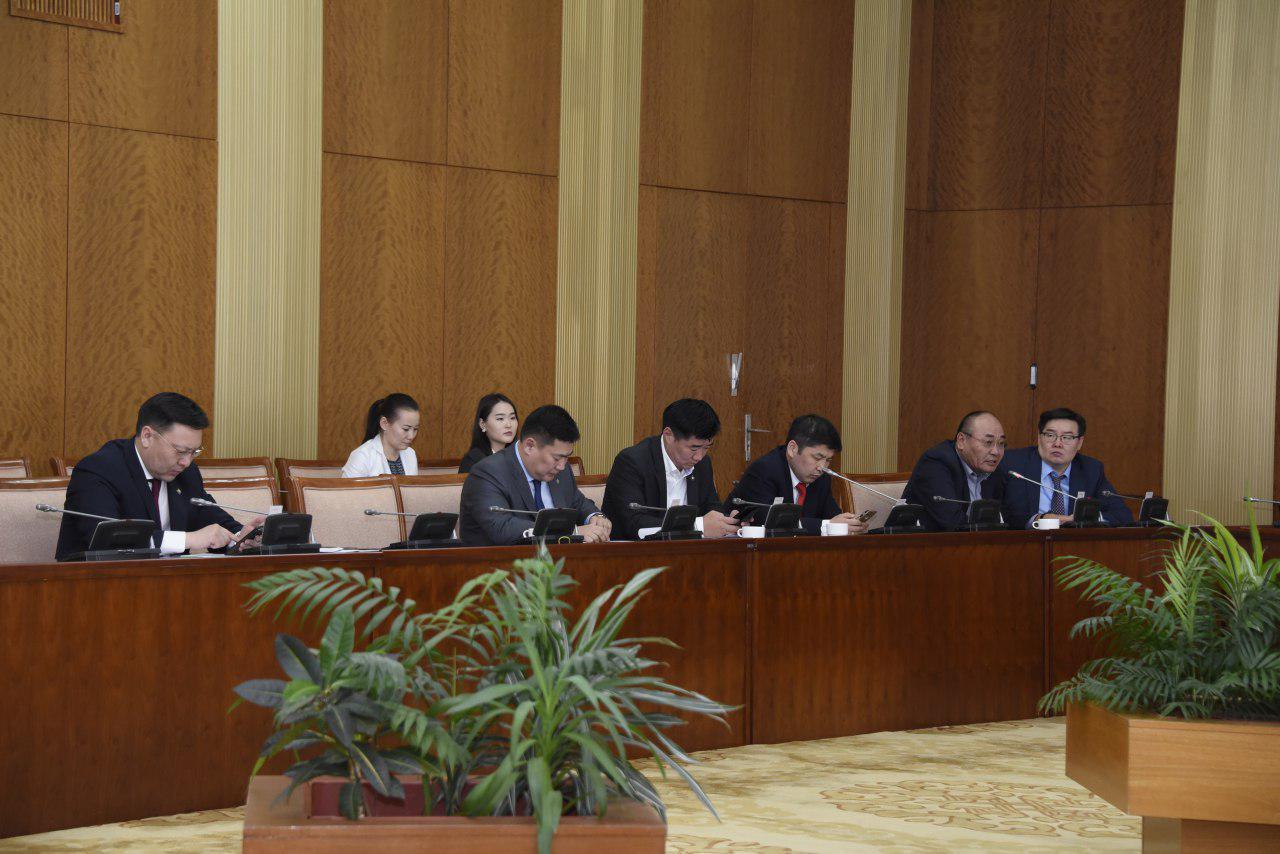 Улсын Их Хурлын тухай хуульд нэмэлт, өөрчлөлт оруулах төслийн анхны хэлэлцүүлгийг хийлээ