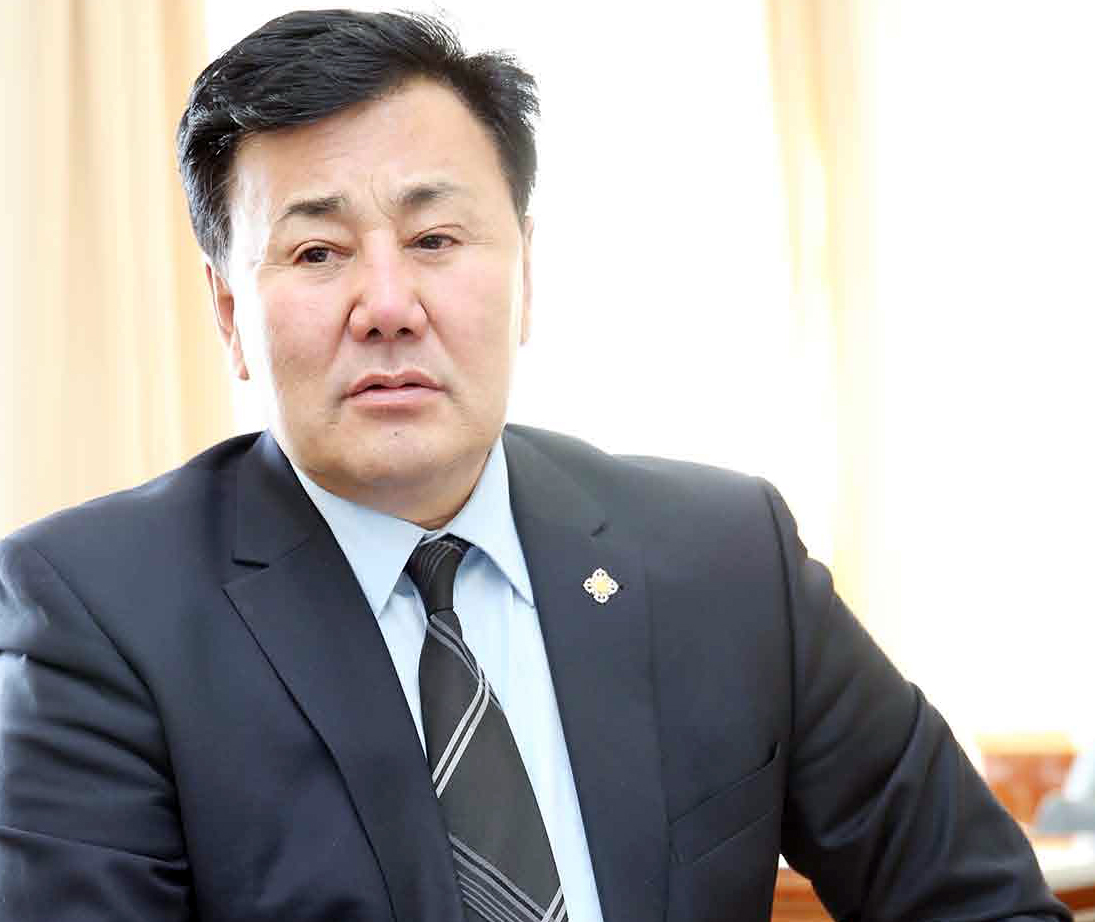 Б.Баттөмөр: Дандаа улстөржсөн, судалгаа муутай амлалтууд Монгол улсын хөгжилд сайн зүйл авчрахгүй