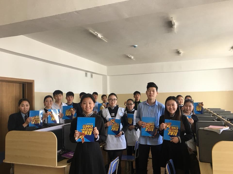 Ж.Эрдэнэбат гишүүн тойргийнхоо төгсөх ангийн сурагчдыг баярлууллаа