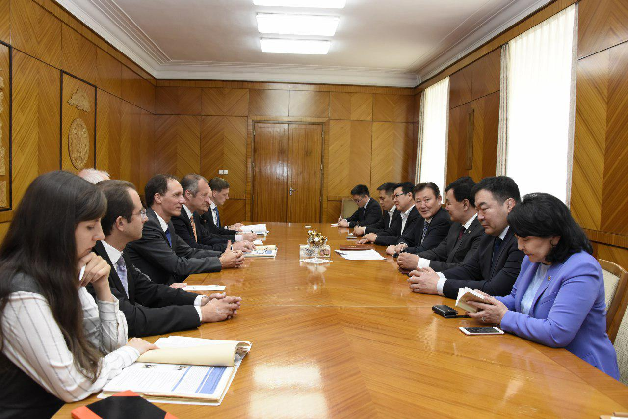 """""""Ажилсаг Монгол"""" хөтөлбөрийн талаар ХБНГУ-ын парламентын төлөөлөгчидтэй санал солилцов"""