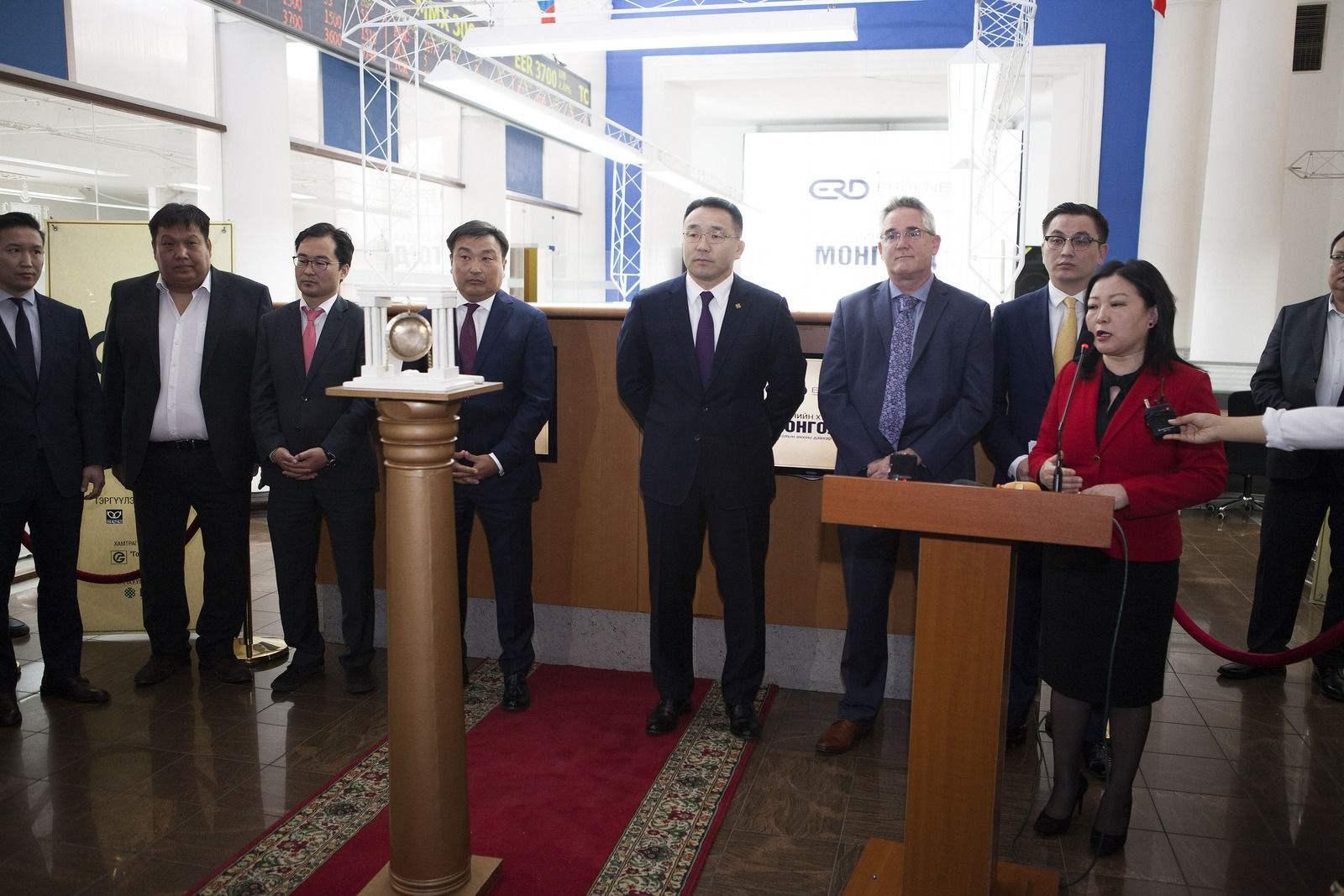 Анх удаа давхар бүртгэлтэй компани монголд хувьцаагаа арилжих боломж бүрдэж, цан цохих ёслол боллоо