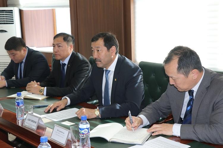 Мануел П.Микаллер тэргүүтэй төлөөлөгчдийг хүлээн авч уулзлаа.