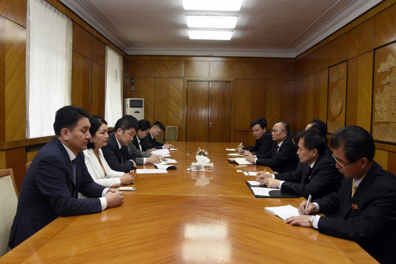 УИХ-ын гишүүн О.Баасанхүү БНАСАУ-ын Ким Ир Сений нэрэмжит их сургуулийн төлөөлөгчидтэй уулзлаа
