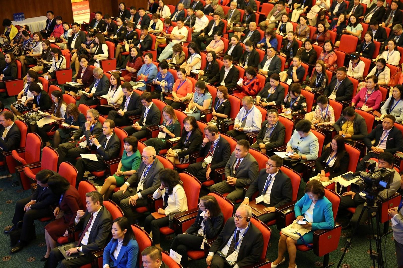 """УИХ-ын гишүүн Д.Тэрбишдагвын санаачилгаар """"Мэргэжлийн боловсрол, сургалт-Ажилсаг Монгол"""" зөвлөгөөн боллоо"""