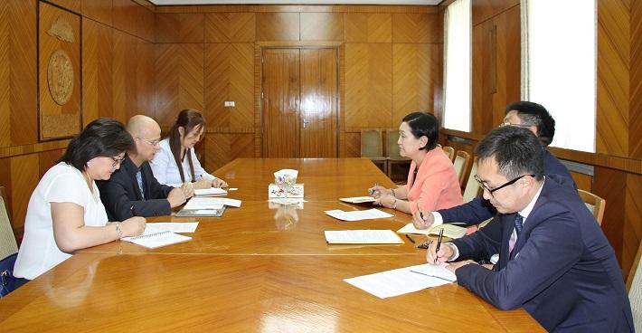 НҮБ-ын Хүүхдийн сангийн суурин төлөөлөгчтэй уулзлаа
