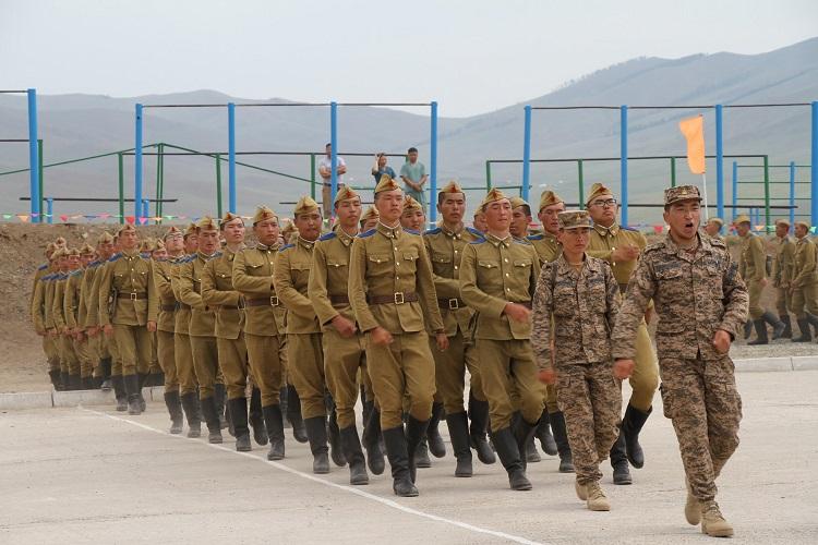 Хүний ёсоор хандаж, цэргийн ёсоор сургана
