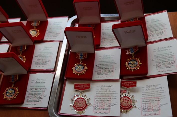 """Хан-Уул дүүргийн ИТХ-ын """"анлайлагч залуу"""" шагнал анхны эзэндээ хүрлээ"""