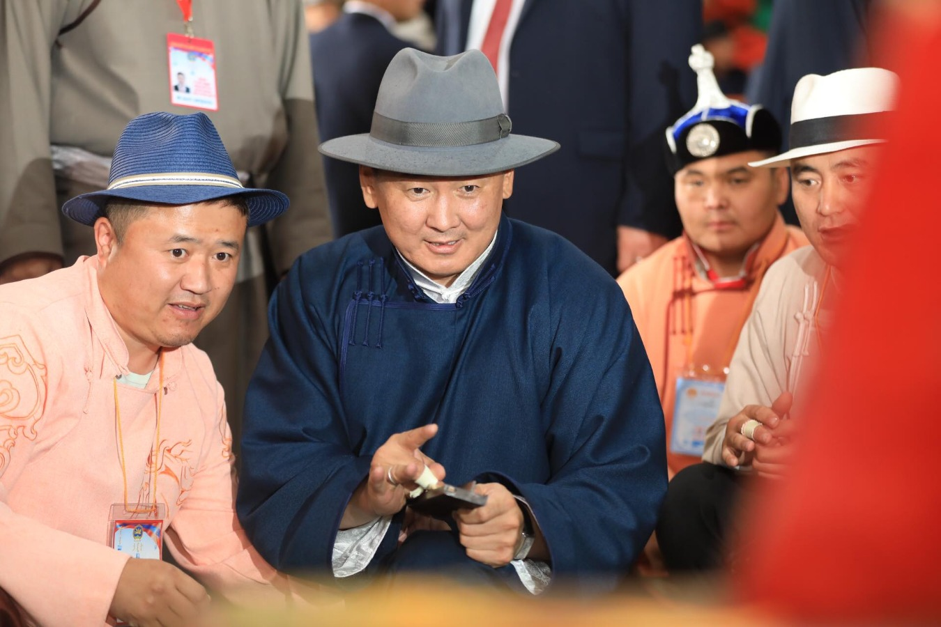 Монгол Улсын Ерөнхий сайд У.Хүрэлсүх шагай харвав