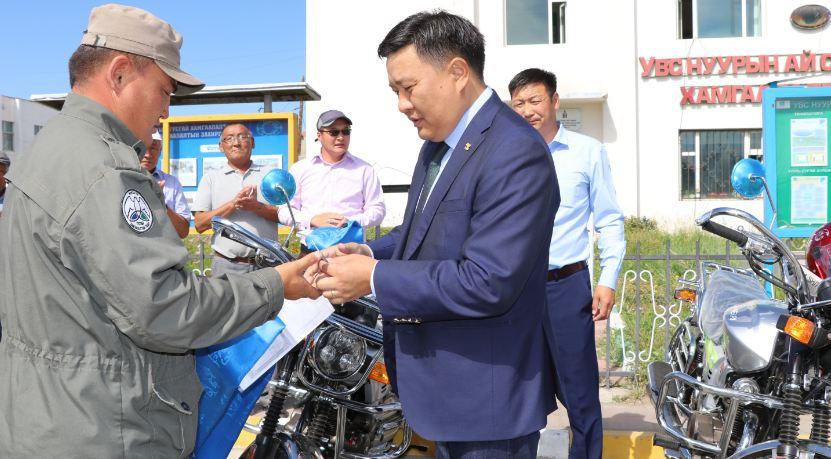 Байгаль хамгаалагчид мотоцикльтой боллоо