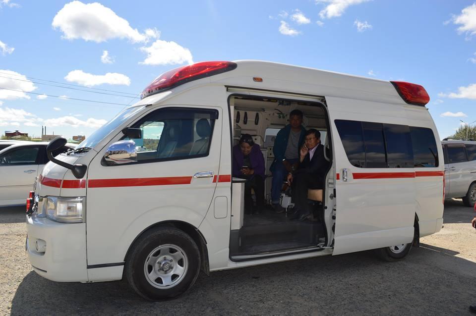 Баянхонгор аймгийн Нэгдсэн эмнэлэг бүрэн тоноглогдсон түргэн, тусламжийн авто машинтай боллоо