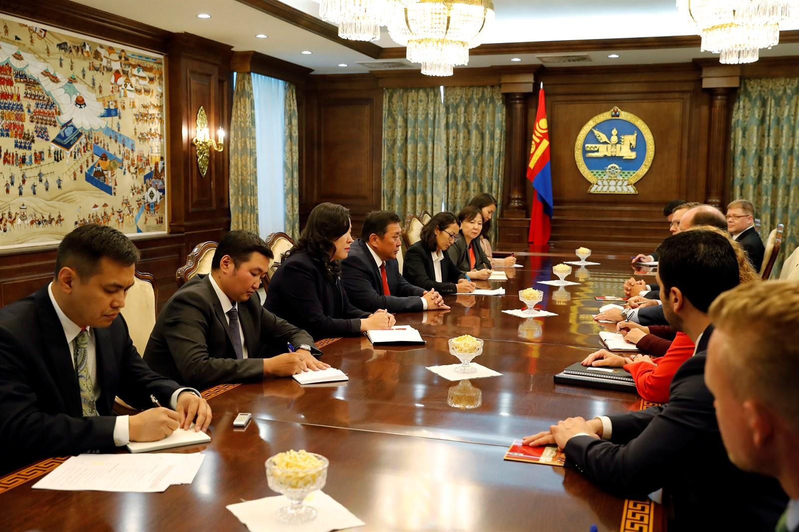 АНУ-ын Конгрессын Төлөөлөгчдийн танхимын гишүүдийг хүлээн авч уулзлаа