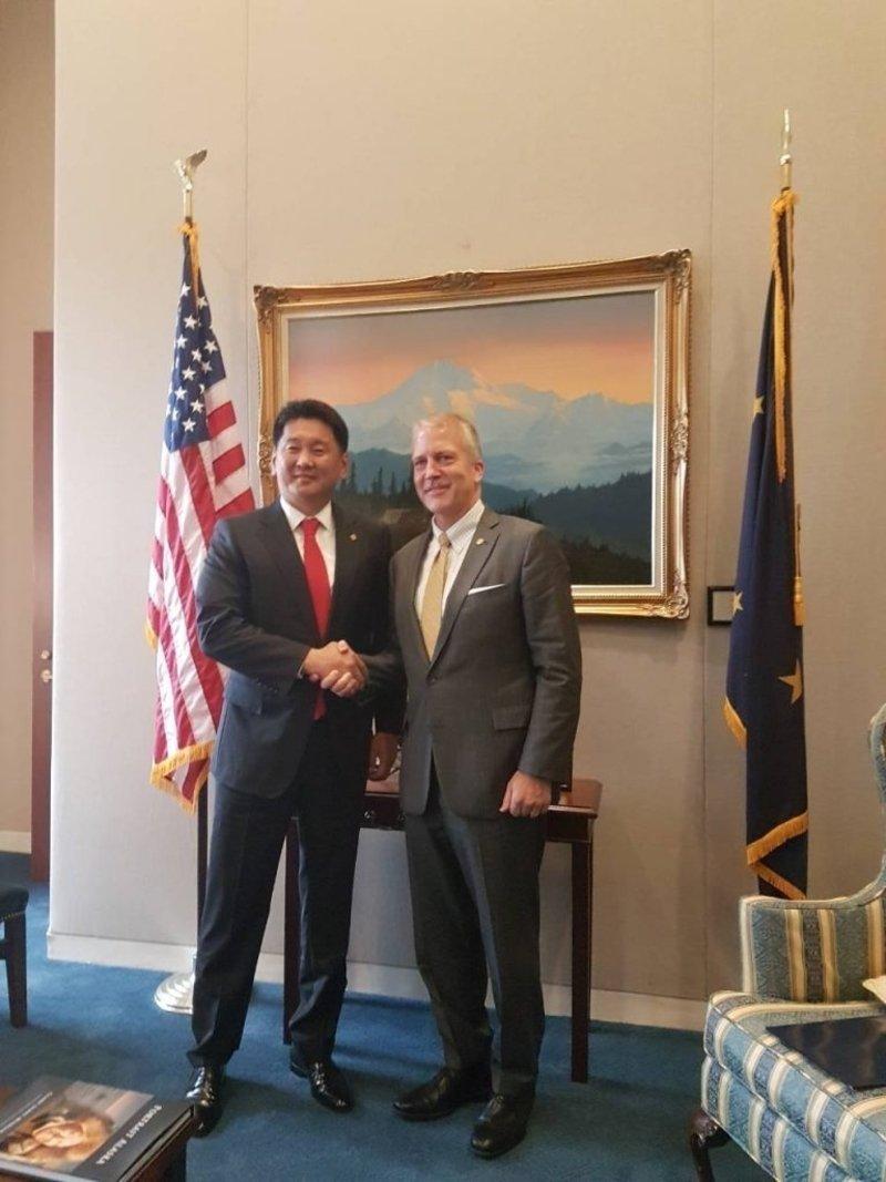Монгол оёмол, сүлжмэл бүтээгдэхүүнийг АНУ-д татваргүй нэвтрүүлэх хуулийн төслийг Сенатад танилцуулахад хамтран зохиогчоор оролцохоо мэдэгдлээ