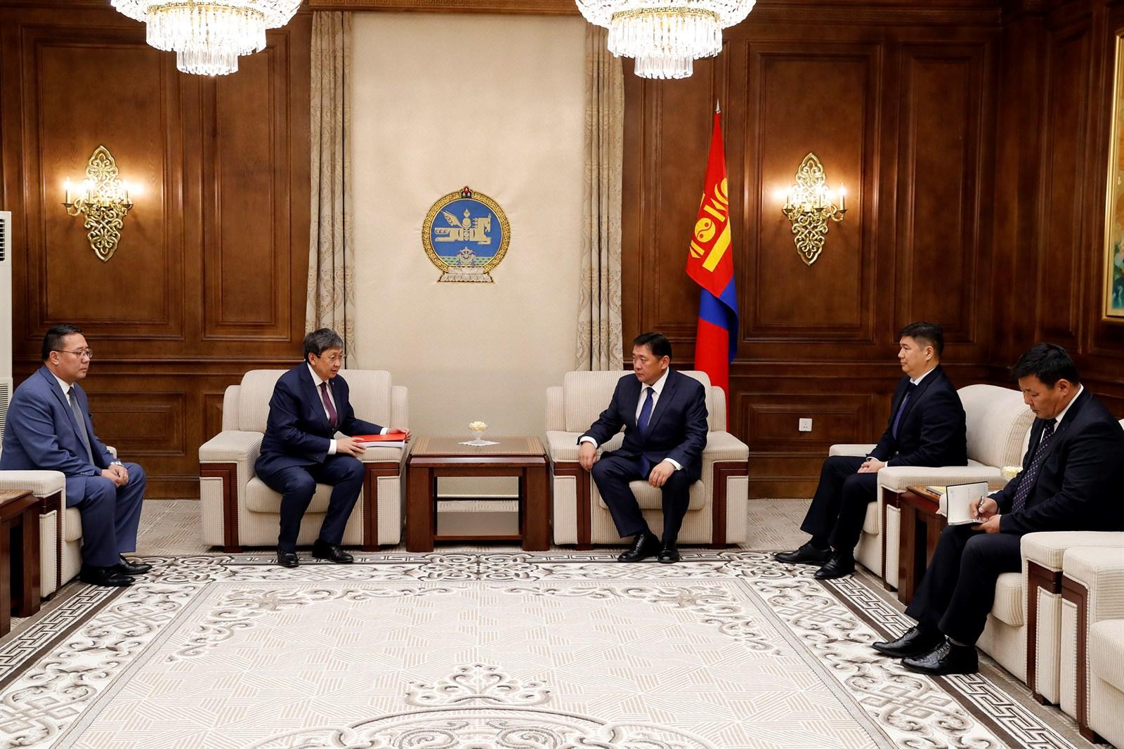 """""""Монгол Улсын 2019 оны төсвийн тухай"""" хуулийн төслийг өргөн барилаа"""