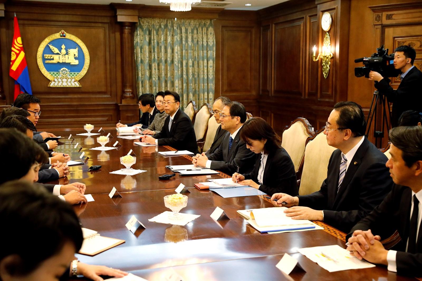 Японы Зөвлөхүүдийн танхимын дэд дарга Акира Гүнжиг хүлээн авч уулзлаа